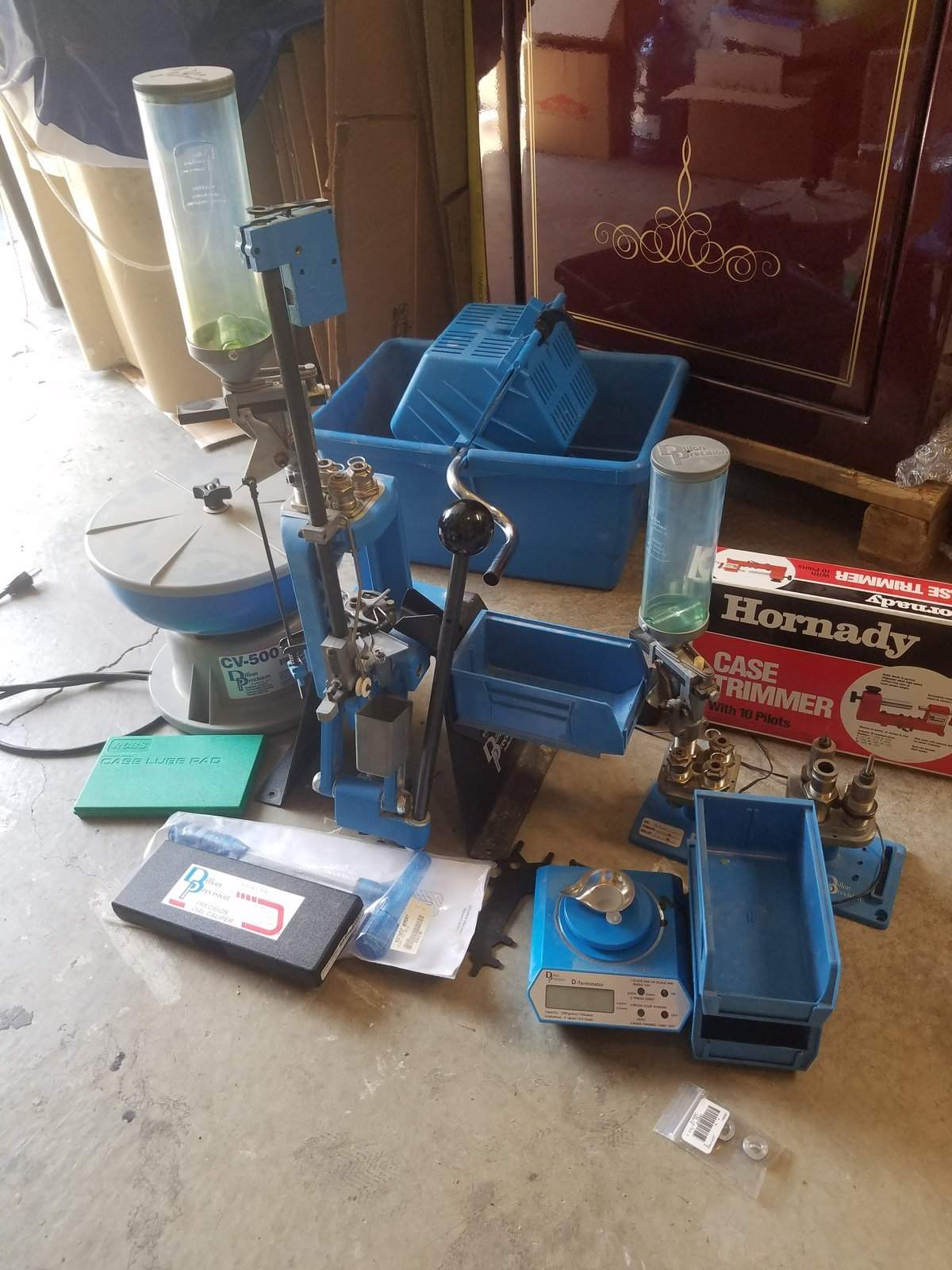 WTS OR - Dillon 550 9/40/ 223 scale, tumbler, calipers, case